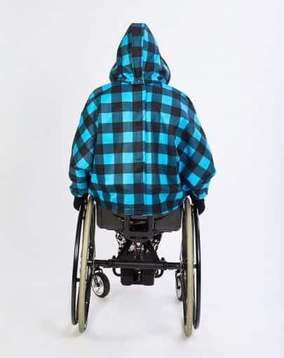 cape-hivernale-pour-enfant-en-fauteuil-roulant-bleu-noir-dos-SP39107