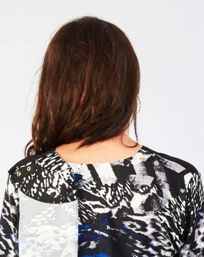 chandail-adapte-a-motifs-avec-poche-en-dentelle-a-lavant-FB72715-807-Back