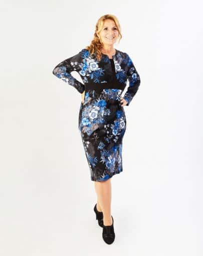 robe-adaptee-elegante-a-motifs-floraux-et-col-carre-FR72111-906