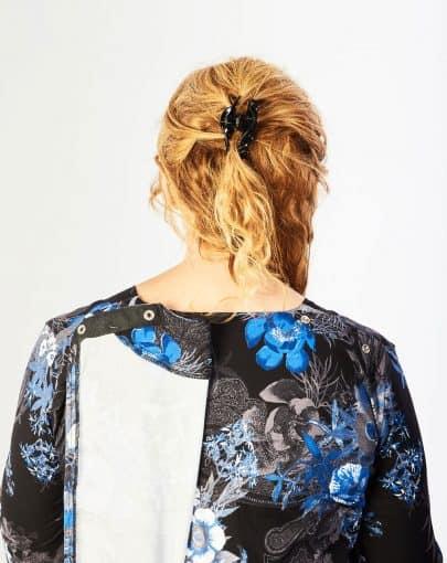 robe-adaptee-elegante-a-motifs-floraux-et-col-carre-FR72111-906-back