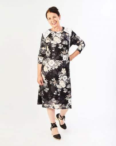 robe-adaptee-elegante-a-motifs-floraux-et-dentelle-aux-epaules-FR72118-907