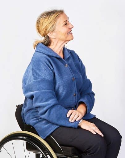 veste-adaptee-en-polar-avec-poches-a-lavant-FB74664-blue