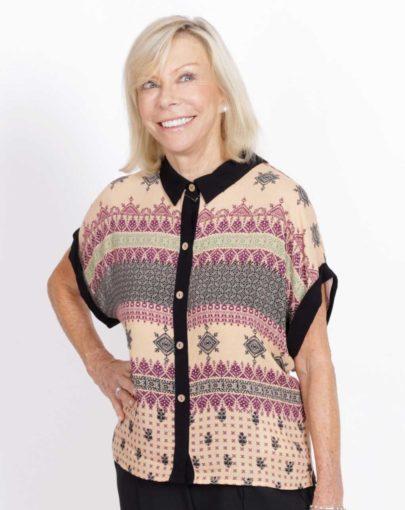 blouse-adaptée-quinn-printemps-ete–2020-FB04677-212-beige-noir-mannequin