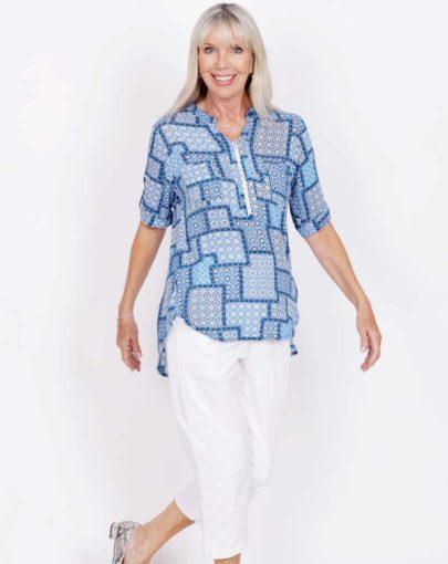 blouse-adaptée-zoé-printemps-ete–2020-FB04678-207-bleu-mannequin