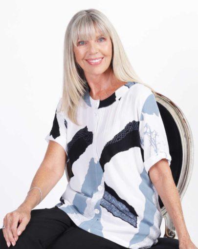 blouse-adaptee-Léna-ete-2019-FB92739-103-blanc-noir-gris