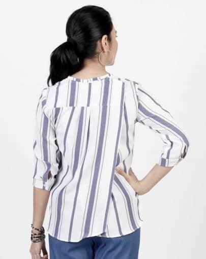 blouse-adaptée-flora-automne-hiver–2019-2020-FB04669-247-bleu-blanc-dos-ferme