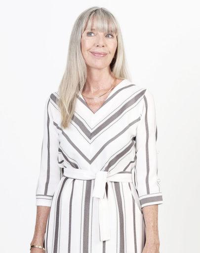 robe-adaptée-jeane-automne-hiver–2019-2020-FR02029-243-blanc-brun-close-up